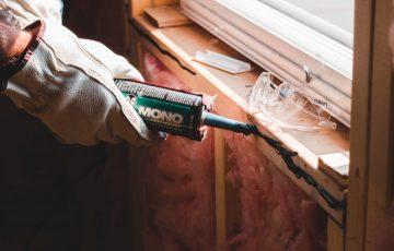 Die Fliesenreparaturen machen einen Großteil der Serviceaktivitäten aus. Unkompliziert und rasch werden sofort nach Auftragsvergabe abgefallene und gerissene Wand- wie Bodenfliesen ausgewechselt.